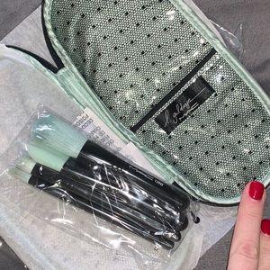 MAC Cosmetics Liz Goldwyn Brush Kit 4 piece